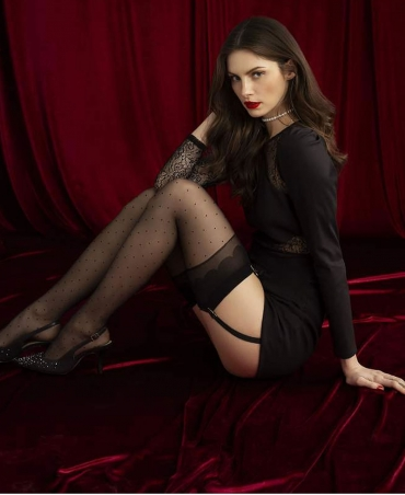<p>Patterned waist-length stockings with an original finish. Reinforcements on the fingers. Thickness 20 den.</p>